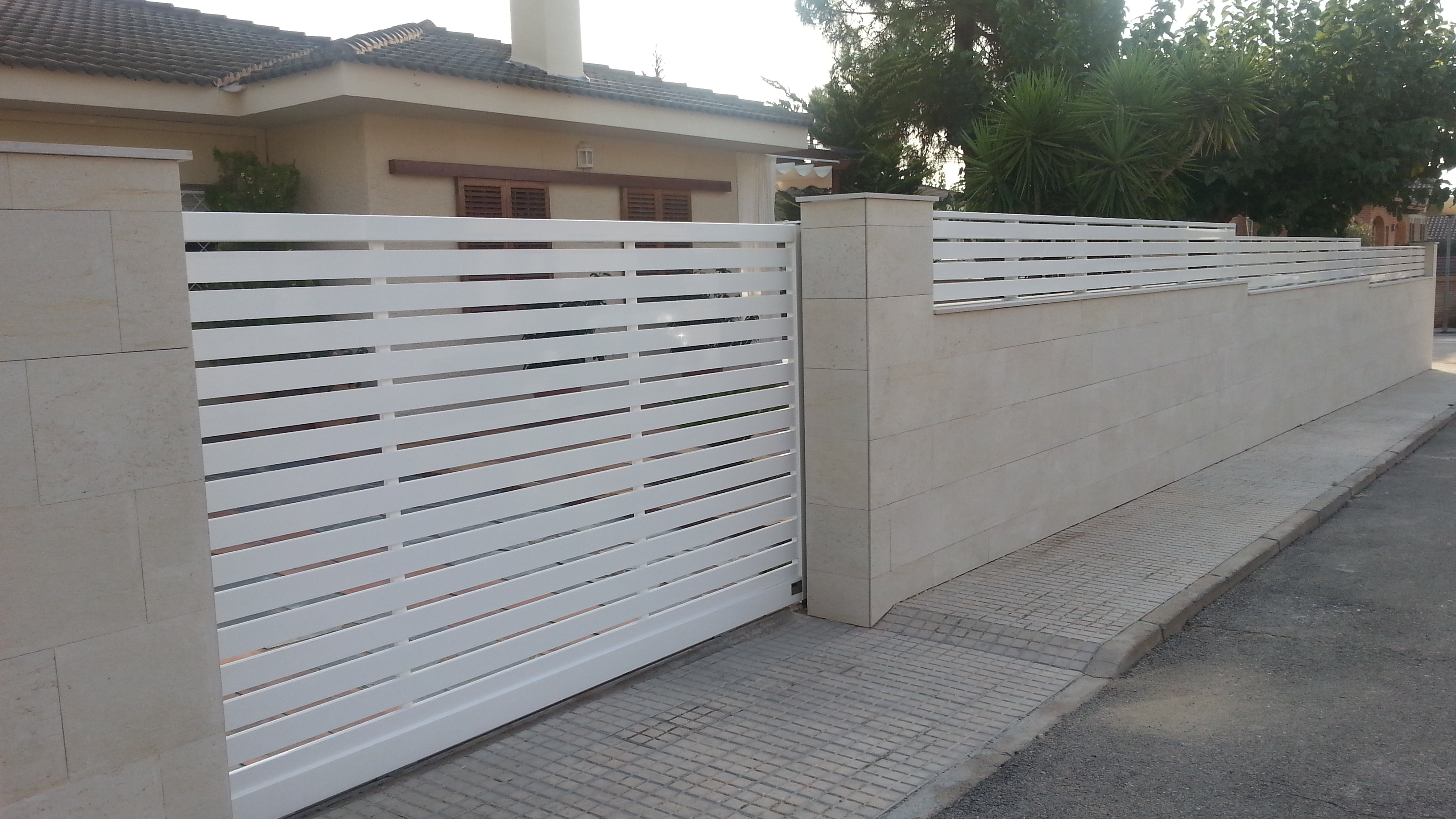 Productos aluminis joma for Vallas de pvc para jardin